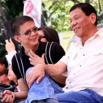 Rumored presidentiable Sen. Chiz Escudero and Davao City Mayor Rodrigo Duterte share a light moment during Kadayawan Festival 2009