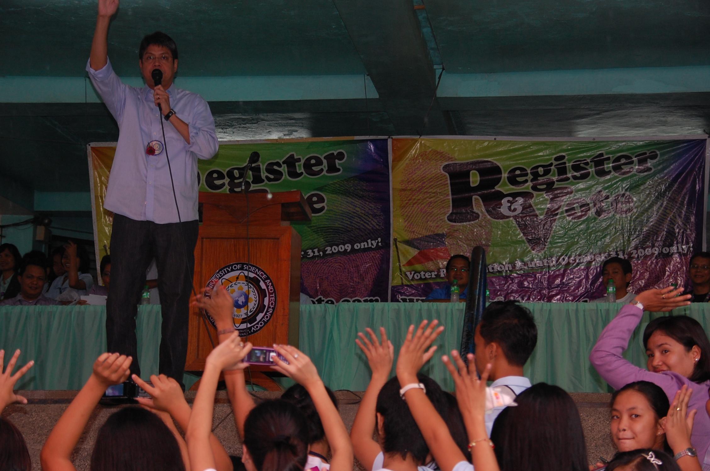 Senator Kiko Pangilinan at MUST (photo by www.Mindanaoan.com)
