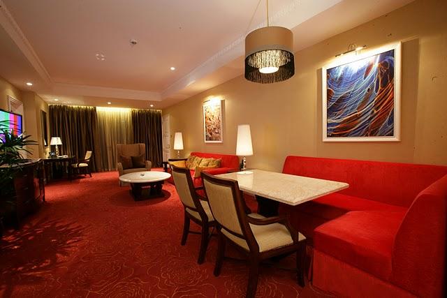 maxims hotel resorts world manila