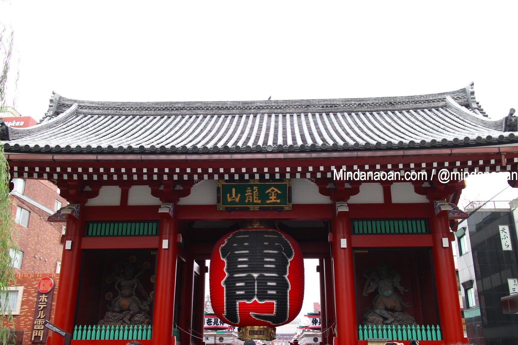 nakamise street tokyo japan souvenir