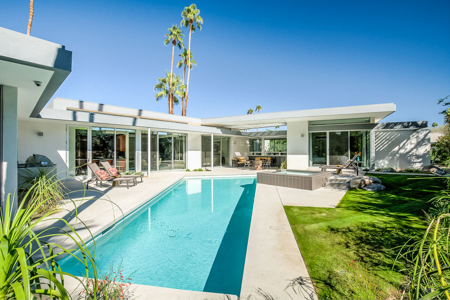 Stay at these Palm Springs luxury villas during Coachella Festival and be cool